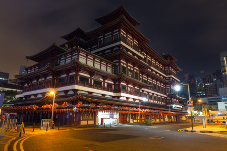 toothe: Buddha Toothe Relic Temple at night in Chinatown, Singapore
