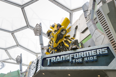 SINGAPORE - NOVEMBER 18, 2016: TRANSFORMERS The Ride: The 3D Battle statue of Autobot Bubblebee robot at Sci-Fi City, Universal Studio, Singapore Banco de Imagens
