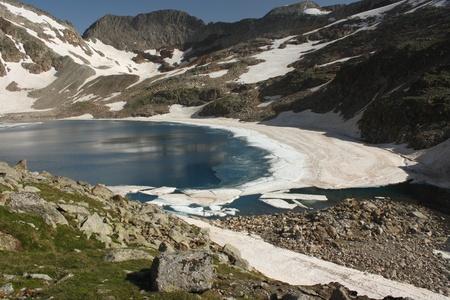 glacial lake ibon blanco de lliterola