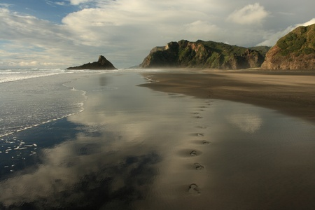 human footprints on Karekare beach 스톡 콘텐츠