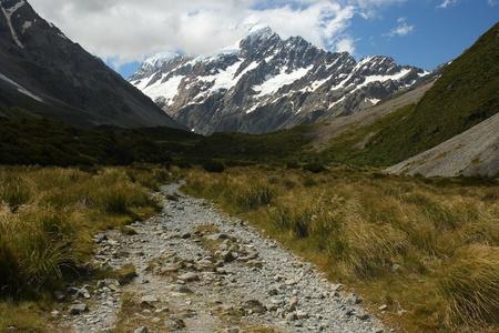 hooker: walking track in Hooker Valley near Mount Cook