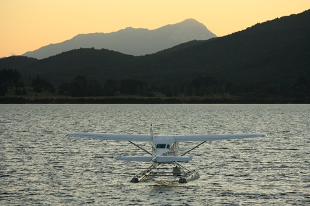 Te: hydroplane on lake Te Anau