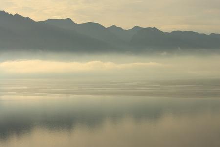 wakatipu: sunrise at lake Wakatipu, New Zealand