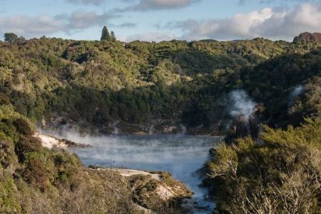 フライパン鍋湖、ニュージーランドにクレーターをエコーします。