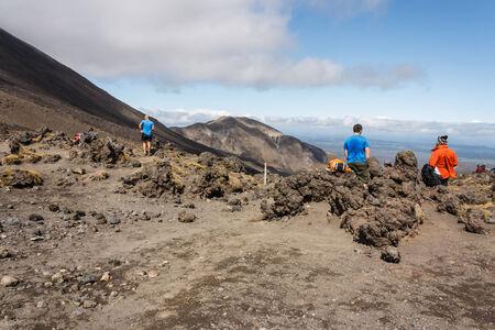 tongariro: turistas en el Parque Nacional de Tongariro