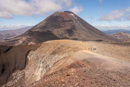 tongariro: tourists on Tongariro Alpine Crossing Stock Photo