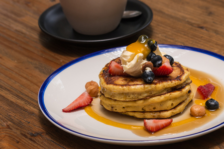 maple syrup: pancakes with berries and maple syrup
