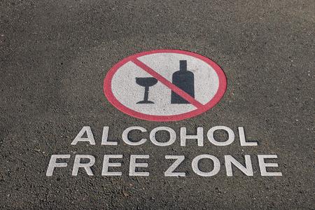 舗装をサインオン アルコール フリー ゾーンのクローズ アップ
