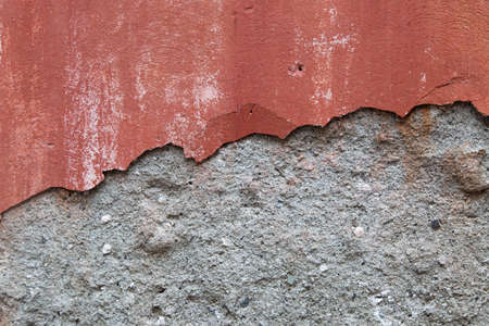 Photo of an old wall with broken plaster. Standard-Bild