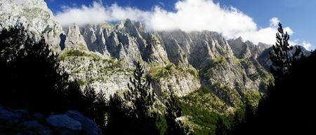 アルバニア山の風光明媚なパノラマ ビュー