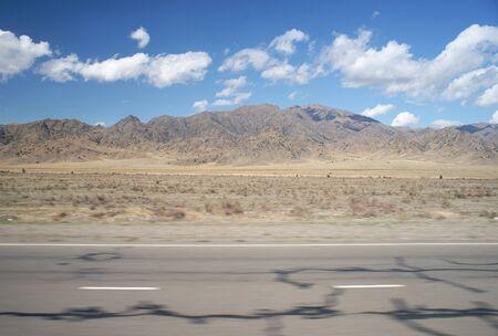 道路から乾いた風景のスナップショット