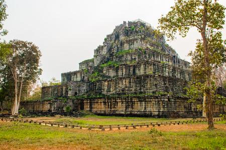 Piramide dell'antico complesso Koh Ker in Cambogia Archivio Fotografico