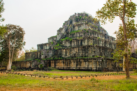 Pyramid of ancient complex Koh Ker in Cambodia Stockfoto - 103257822