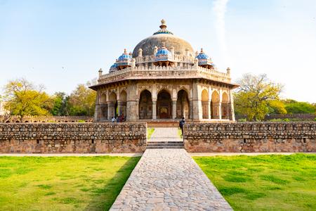 Nuova Delhi, India, 30 marzo 2018 - Una vista del paesaggio della tomba del giardino di Isa Khan all'interno della tomba di Humayuns che è un'architettura del patrimonio mondiale, situata a Delhi, in India Archivio Fotografico