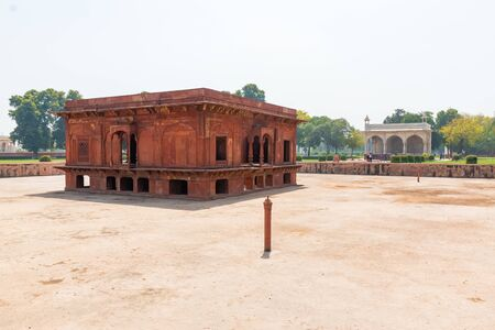 New Delhi, India, 30 Mar 2019 - The Zafar Mahal pavilion in Hayat Bakhsh Bagh Garden in the Red Fort of Delhi, India 新聞圖片