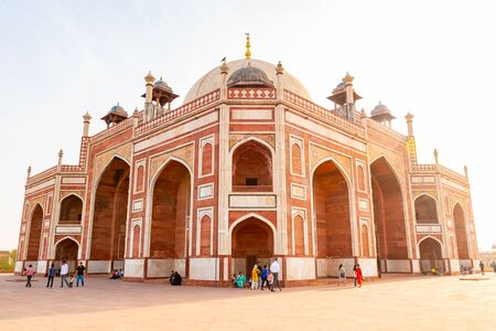 Delhi, India, 30 March 2019 - Humayuns tomb is the tomb of the Mughal Emperor Humayun in Delhi, India. The tomb was commissioned by Humayuns first wife and chief consort, Empress Bega Begum 新聞圖片