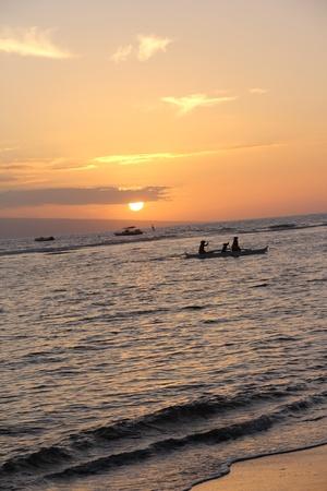 ハワイ マウイ島、ハワイの海でカヌーを漕ぎ 写真素材