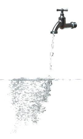 acqua dolce con rubinetto e bolle