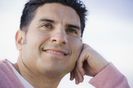 Portrait of Smiling Man Resting on his Hand Outdoors Imagens