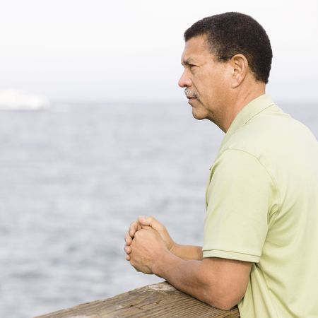 Portrait of an African American Man Looking Out To Sea Zdjęcie Seryjne