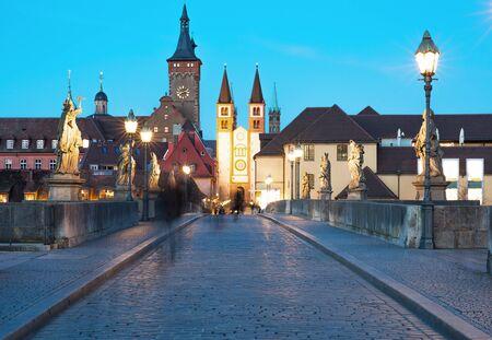ヴュルツブルクは、古い橋の夜景