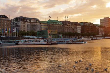 夕日の金のハンブルク 報道画像
