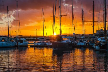 ヨット イタリア シチリア島シラクーサ夕景