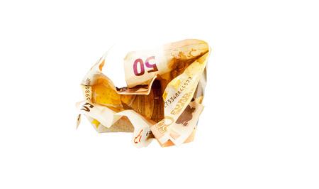 50 ユーロ紙幣をつぶす
