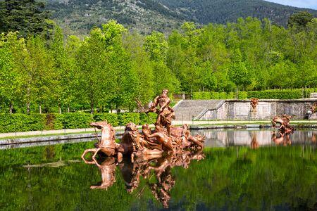 壮麗な La Granja ソース セゴビア、スペインの近くのネプチューンの像