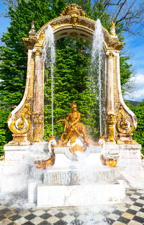 ラ グランハ、ソース像「ラス オーチョ カイエス」セゴビア、スペインの近く 報道画像