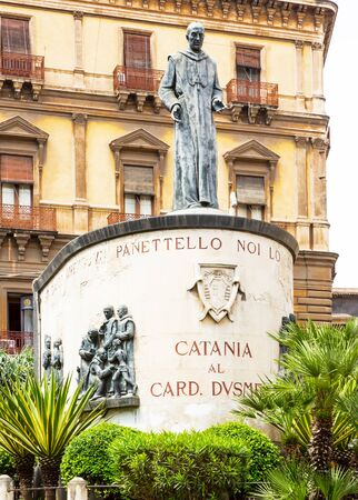 カターニア枢機卿 Dusmet 記念碑、シチリア