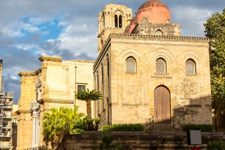 パレルモ、パレルモ、シチリアの風景パレルモ、サン カタルド、マルトラーナ教会、シチリアにモンレアーレのビュー