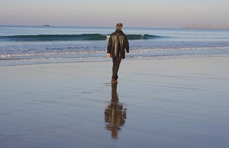 st  malo: Walk on the beach in winter