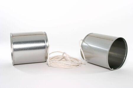 tin cans: Speel goed telefoons gemaakt van blikjes en een reeks