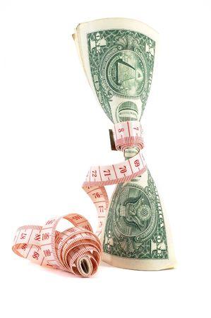 cintas metricas: Cinta para medir m�s de dinero, la presupuestaci�n, la medida de dinero, presupuesto ajustado. Dinero en posici�n vertical. Tambi�n podr�a significar caro tratamiento de adelgazamiento. Unrolling cinta.