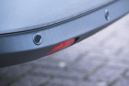 Close-up beeld van de achterbumper parkeersensoren, ook wel bekend als omgekeerde park staan Stockfoto - 20224281