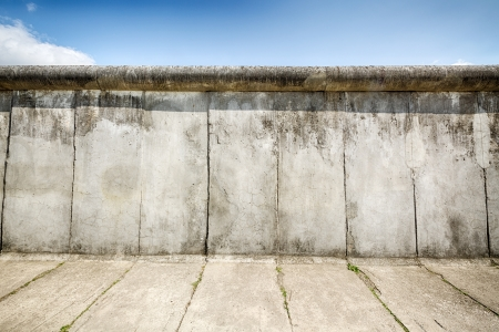Overblijfselen van de Berlijnse Muur bewaard gebleven langs Bernauer Strasse Stockfoto - 21231603