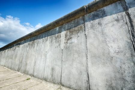 Továbbra is a berlini fal együtt megőrizték Bernauer Strasse.