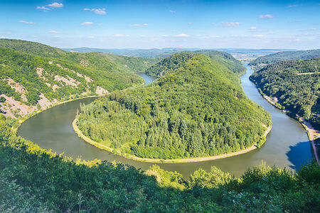 saar: A bend in the river Saar, also known as Saarschleife near the German city of Mettlach. Summer view from the vantage point Cloef. Stock Photo
