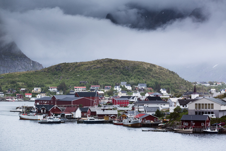 The fishing town of Reine on the Lofoten Islands, Norway on a cloudy summer day. Stockfoto