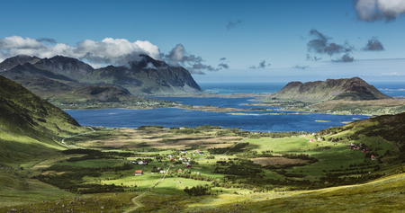 Scenic view from the Vestvagoya island on the Lofoten archipelago, Norway on a summer day. Stockfoto