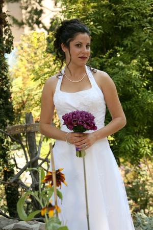 bride stands in a garden Standard-Bild