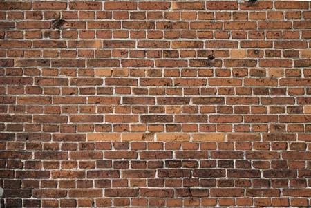 brique: Mur de brique rouge dans la vieille ville, arri�re-plan