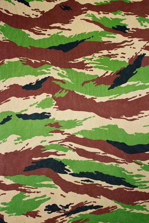 ミリタリー迷彩パターンと印刷される布のイメージ