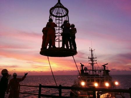 hydrocarbon: Personnel basket transfer offshore
