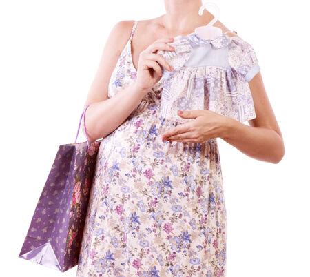 ショッピングでは白い背景の美しい妊婦