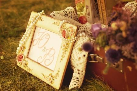 美しい花やビンテージのウェディング フレーム 写真素材