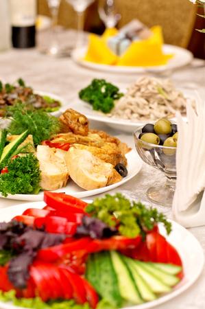 レストランでお召し上がりいただけます夕食のテーブル 写真素材