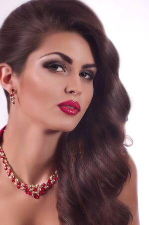 ジュエリー宝石でファッション肖像ファッション女性