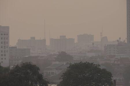 Luchtvervuiling door Veel stof of PM2.5-deeltjes overschrijdt de norm (AQI) in Bangkok, Thailand. Negatief effect op het ademhalingssysteem en de gezondheid.
